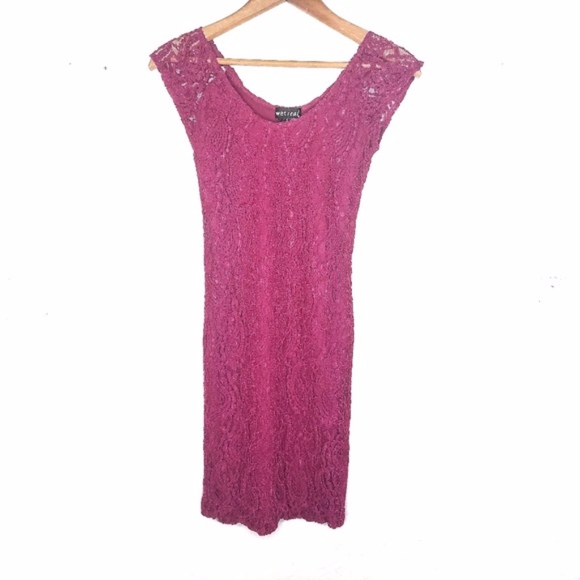 Wet Seal Dresses & Skirts - Wet Seal Fuchsia Formal Lace Sleeveless Dress